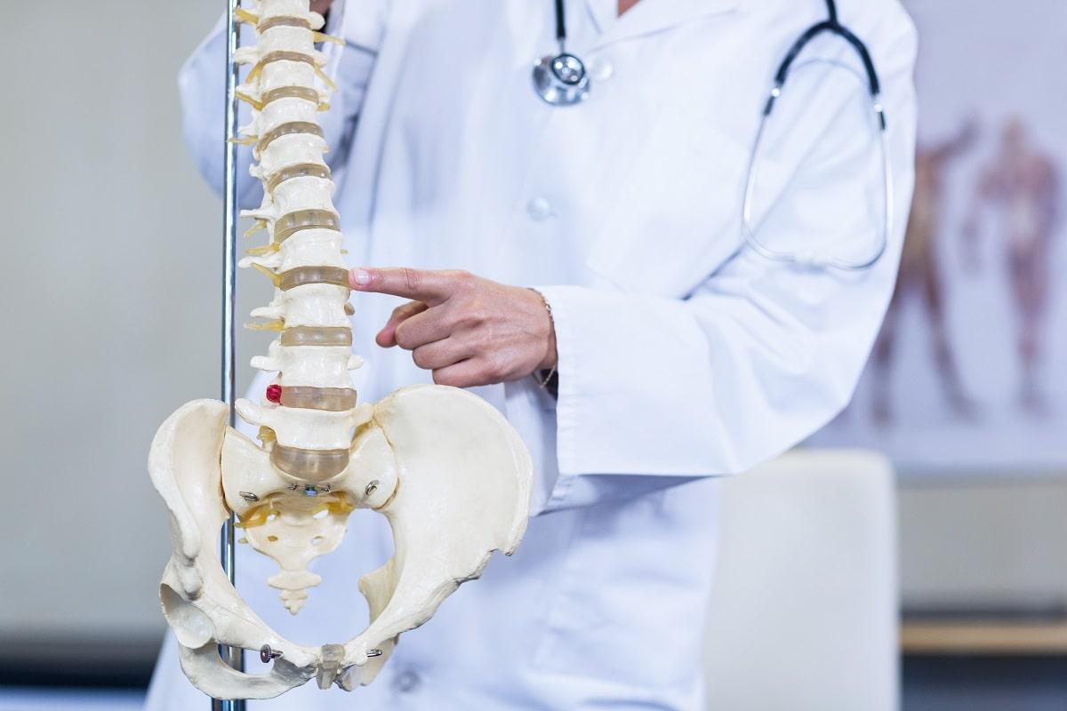 その生理痛は骨盤の歪みが原因かも?骨盤矯正に効くヨガポーズ5つ
